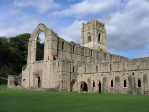 800px-Fountains_Abbey_view02_2005-08-27