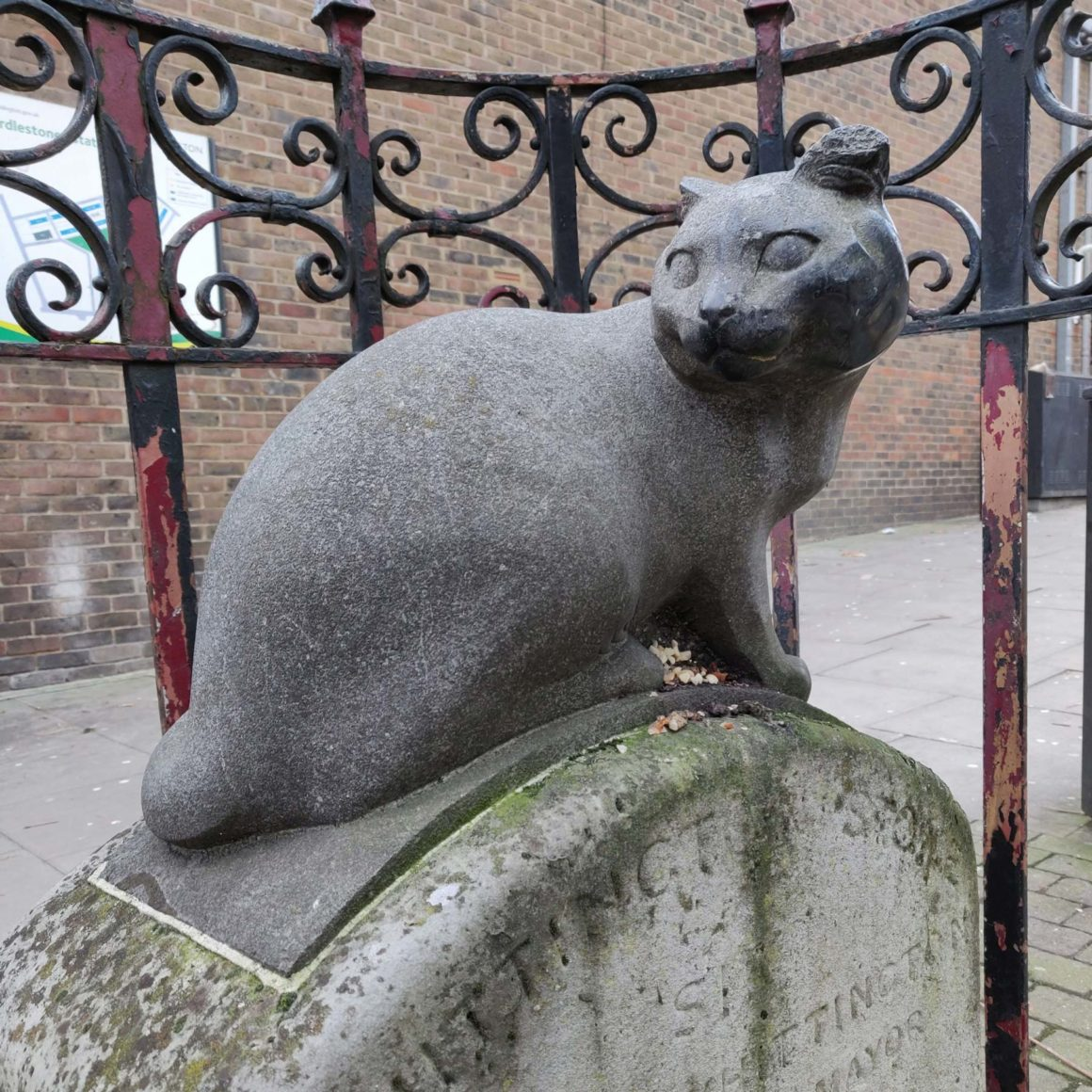 Estatua Whittington Stone en el barrio de Highgate en Londres
